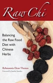 Raw Chi: Balancing the Raw Food Diet with Chinese Herbs [Paperback]