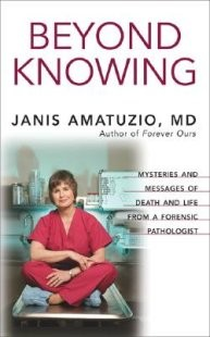 Beyond Knowing: Mysteries and Messages of Death and Life from a Forensic Pathologist (Hardcover)